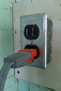 Some outlets require use of a 3-prong adapter to host a power monitor.