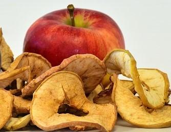manzana con manzanas secas